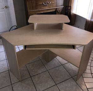 Gently used corner computer desk for Sale in Davie, FL