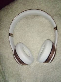 Beats solo 3 wireless , Bluetooth headphones for Sale in San Diego,  CA