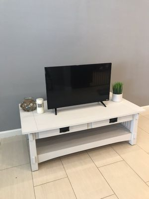 Wooden Tv stand entertainment Wooden in a white color, with 2 drawers, working well. for Sale in Los Angeles, CA