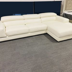 LUXURY LEATHER SECTIONAL SOFA IN WHITE for Sale in Dallas, TX