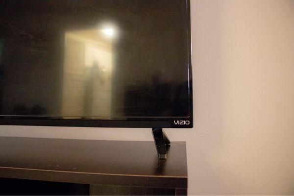 43in Vizio LED TV w/ Media Center