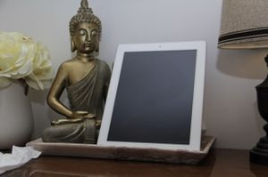 iPad 3 with case & Beats Studio 2 Bundle for Sale in Lexington, KY