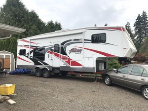 2013 Eclipse Attitude 5th Wheel Toy Hauler for Sale in Canby, OR