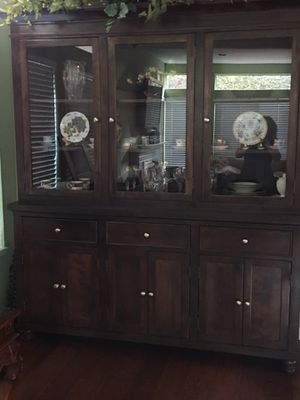 CHINA CABINET & HUTCH. LIKE NEW. EXCELLENT CONDITION WITH BEAUTIFUL DETAIL. $1200 for Sale in Westlake Village, CA