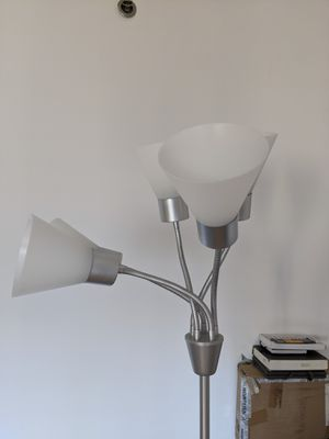 Floor lamp with five bulbs for Sale in Jersey City, NJ