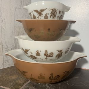 Vintage Early American Pyrex Cinderella Nesting Bowls, Mixing Bowls, Set of 4 for Sale in Lancaster, OH