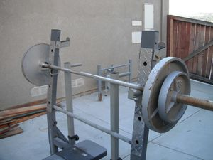 Olympic weight bench w/bar for Sale in Moreno Valley, CA