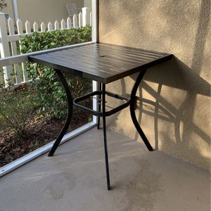 Outside High Top Patio Table! READ FULL DESCRIPTION 👇🏻 for Sale in St. Cloud, FL
