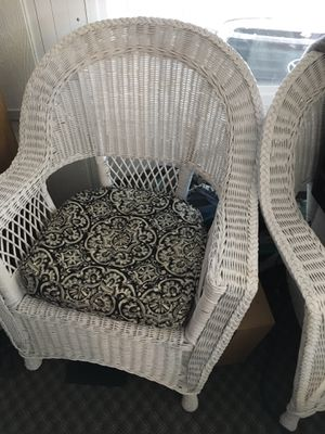 Wicker couch and 2 chairs for Sale in Show Low, AZ