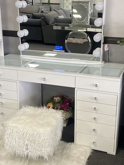 White Vanity Bluetooth & USB Connection for Sale in Fresno,  CA