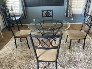 Round dining table (Jeromes Furniture ) for Sale in Corona, CA