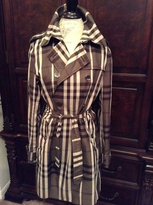Burberry London Trench for Sale in Kissimmee, FL