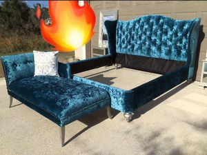 Beautiful large King size bed,chaise,mirrored night stands,mirrors for Sale in Kissimmee, FL