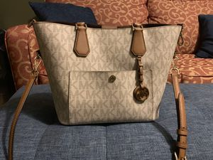 Michael Kors Purse for Sale in Strongsville, OH