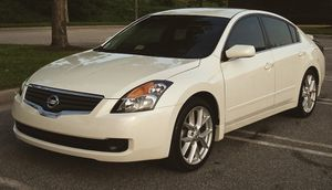 Keyless entry 2007 Nissan Altima Good tires for Sale in Baltimore, MD