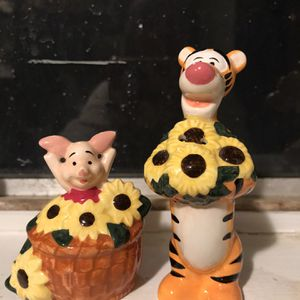 DISNEY PIGLET AND TIGGER/ COLLECTORS ITEM S/P SET for Sale in Bakersfield, CA