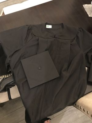 "Solid black graduation cap and gown 5'11"" for Sale in Homestead, FL"