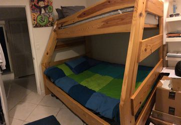 Wooden Bunk Bed Queen & Twin can be used separated for Sale in Weston,  FL