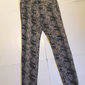 CAbi Women's Stretch Skinny Jeans Tapered Leg Denim Cobra Rattle Snake Skin SZ 4 for Sale, used for sale  Lake Stevens, WA