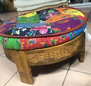 Ottoman wooden base , colorful pillow for Sale in Miami, FL