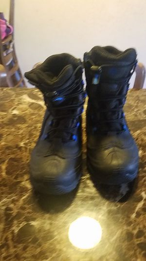 Kids snow boots Columbia zise 4 for Sale in Wheeling, IL