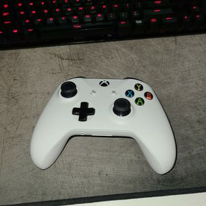 XBOX ONE BLUEETOOTH CONTROLLER WHITE for Sale in Miami, FL
