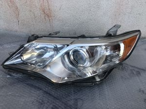2012 to 2014 TOYOTA CAMRY LEFT HEADLIGHT OEM for Sale in Los Angeles, CA