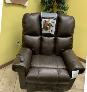 Powerlift And Reclining Chair for Sale in Harrisburg, PA