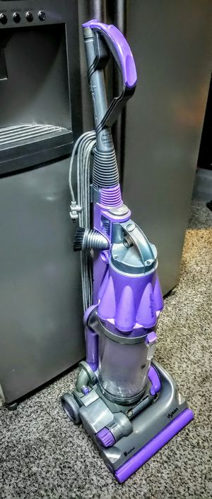 DYSON DC 07 ANIMAL ALL FLOORS BAGLESS VACUUM CLEANER for Sale in Arlington, TX