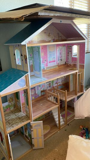 Doll house - Approx 4' tall for Sale in Murrieta, CA