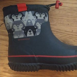 Boys Snow boots Size 9-11 for Sale in Maple Shade Township, NJ