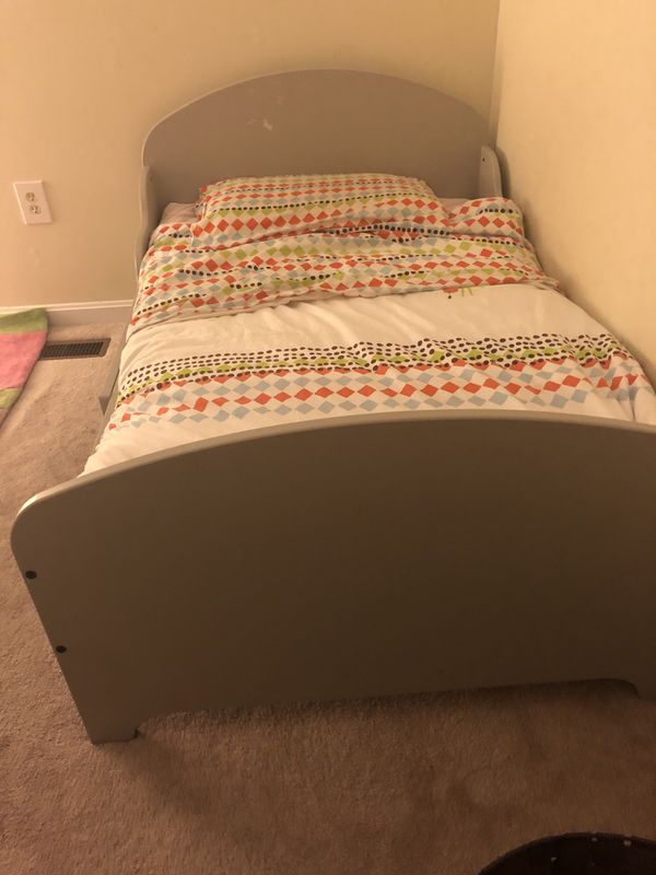 IKEA extendable Toddler bed-used
