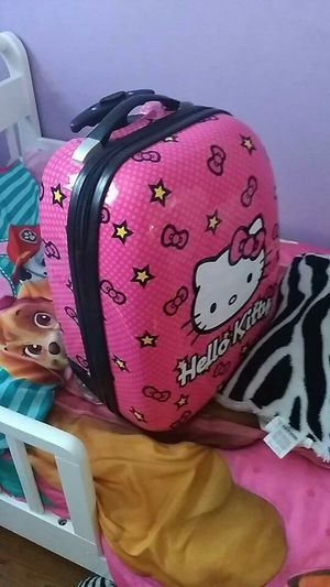 Hello Kitty suitcase like new used once for Sale in Lexington, KY