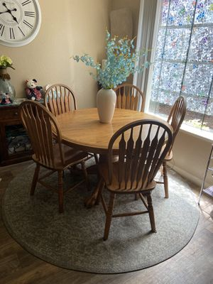 Beautiful Oak Dining Table 8chairs 3leafs for Sale in Sacramento, CA