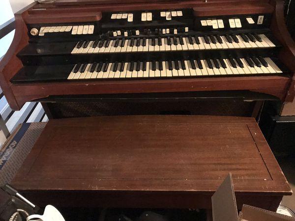 Hammond E3 Organ