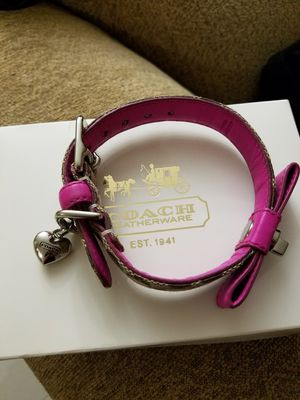 1/10 RARE Authentic COACH Signature C Turnlock XS Bow Collar for Sale in Hialeah, FL