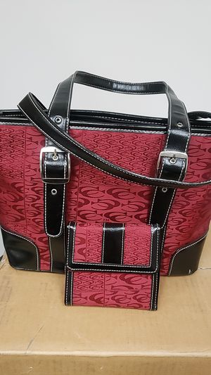 CHARMING CHARLIE BURGANDY AND BLACK PURSE WITH MATCHING WALLET for Sale in Taylors, SC