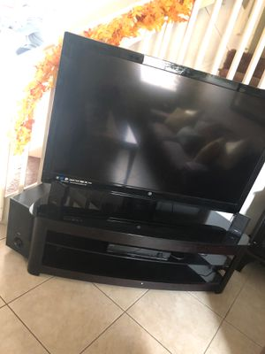 Full entertainment center with surround sound for Sale in Miami, FL