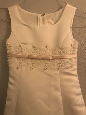 Beautiful Formal Ivory Dresses girls size 5 and 6 for Sale in Miami, FL