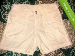 Womens NWOT sz 10 shorts for Sale in Kirkwood, MO