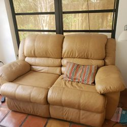 Loveseat Dual Reclining for Sale in Fort Lauderdale,  FL