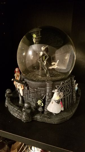 Nightmare Before Christmas rare large snowglobe for Sale in Allentown, NJ