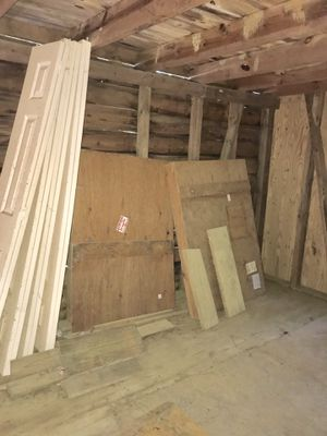 Free pallets bifold closet doors for Sale in Raleigh, NC