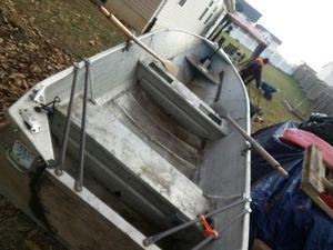 V bottom boat 12ft for Sale in Troy, MO