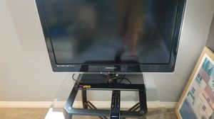 HANNspree flat screen TV with remote control and wall mount for Sale in Santa Ana, CA