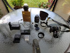 Nikon d3300 dslr camera with extras for Sale in St. Cloud, FL