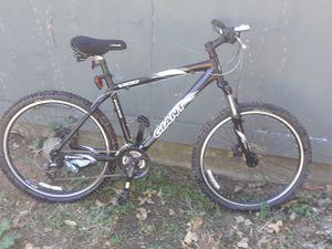 "Giant yukon 19"" frame mountain bike for Sale in Fort Worth, TX"