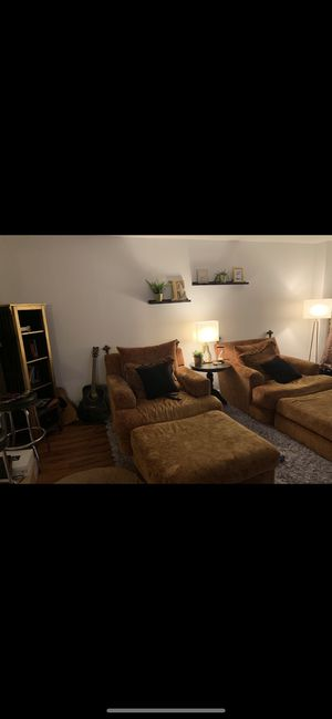 Love seat chairs and ottomans for Sale in Los Angeles, CA