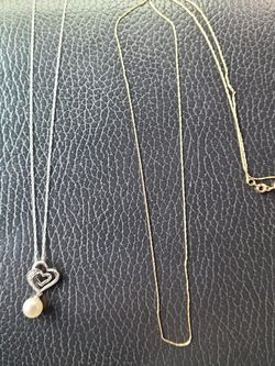 2- 10k Gold Chains 2.5g Total for Sale in Everett,  WA