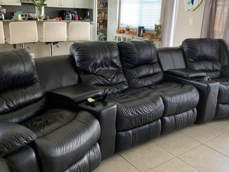 Power Reclining sectional - Black Leather for Sale in Miami,  FL